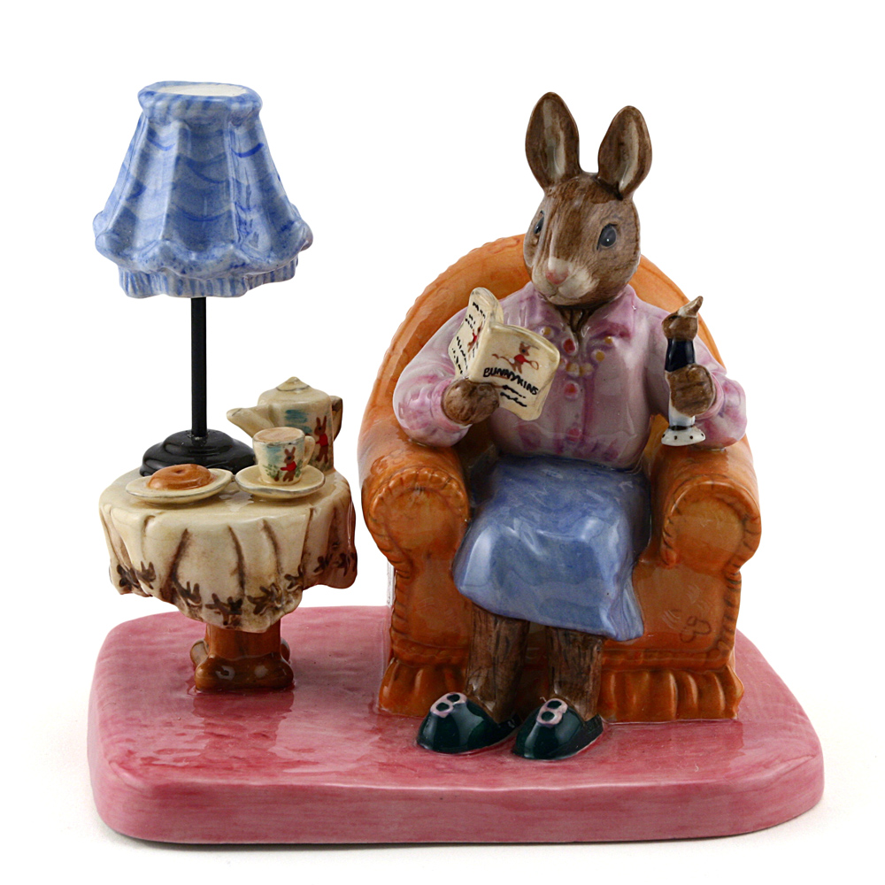 Mrs. Collector DB335 - Royal Doulton Bunnykins