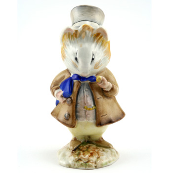 Amiable Guinea Pig - Gold Oval - Beatrix Potter Figurine