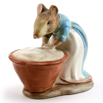 Anna Maria - Gold Oval - Beatrix Potter Figurine