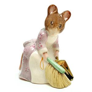 Hunca Munca Sweeping - Beswick Gold Script - Beatrix Potter Figurine