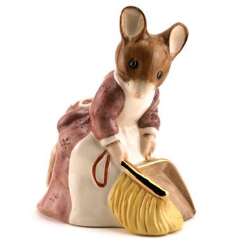 Hunca Munca Sweeping (Large Size) - Beatrix Potter Figurine