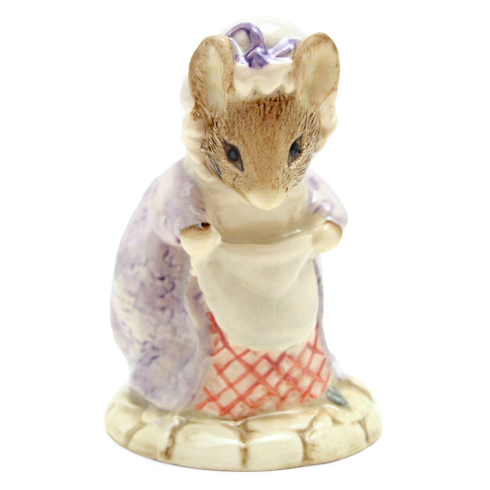 Lady Mouse Made A Curtsy - Royal Albert - Beatrix Potter Figurine
