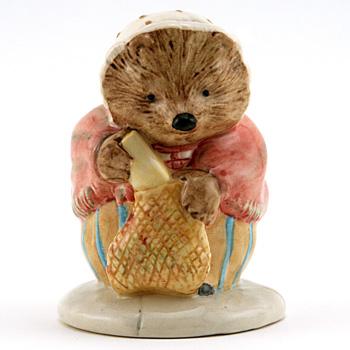 Mrs. Tiggy Winkle Buys Provisions - New Beswick - Beatrix Potter Figurine