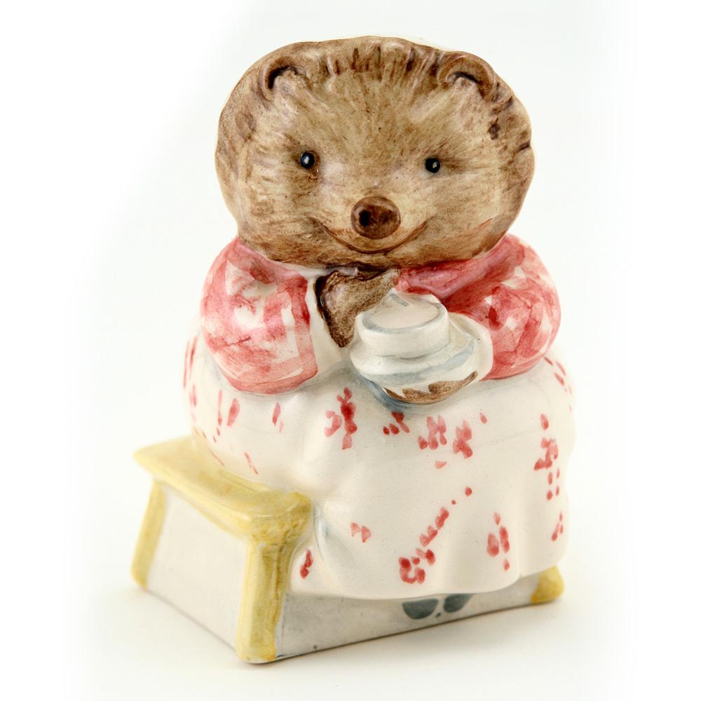 Mrs. Tiggy Winkle Takes Tea - New Beswick - Beatrix Potter Figurine