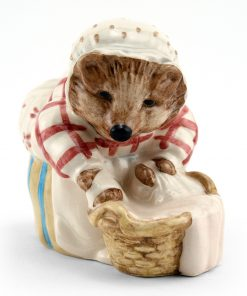 Mrs. Tiggy Winkle Washing - New Beswick - Beatrix Potter Figurine