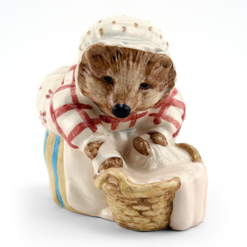 Mrs. Tiggy Winkle Washing - New Beswick - Beatrix Potter Figurine