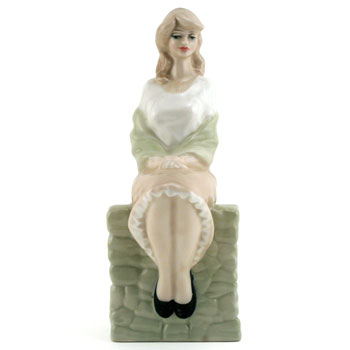 Entranced HN3186 - Royal Doulton Figurine