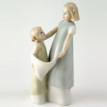 Playmates HN3127 - Royal Doulton Figurine