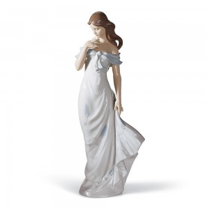 A Flower's Whisper 01006918 - Lladro Figurine