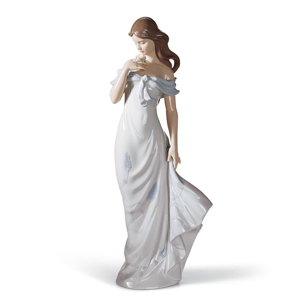 A Flower's Whisper 01006918 - Lladro Figurine
