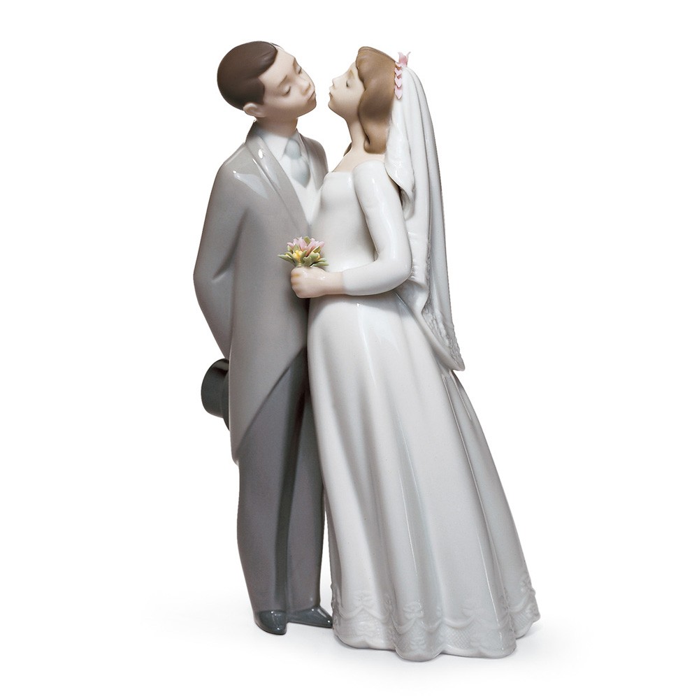 A Kiss To Remember 01006620 - Lladro Figurine