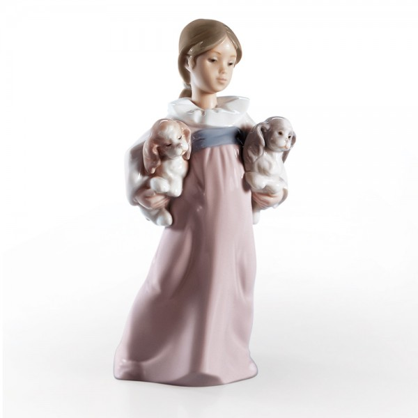 Arms Full of Love 01006419 - Lladro Figurine