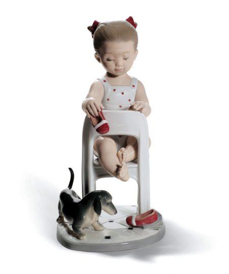 Fetch My Shoe 01008524 - Lladro Figurine