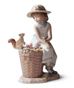 Hello, Little Squirrel! 01006825 - Lladro Figurine