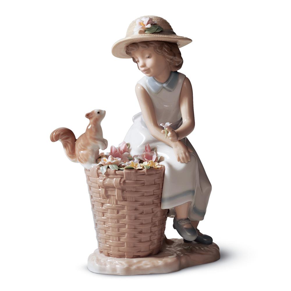 Hello, Little Squirrel! 01006825 - Lladro Figurine