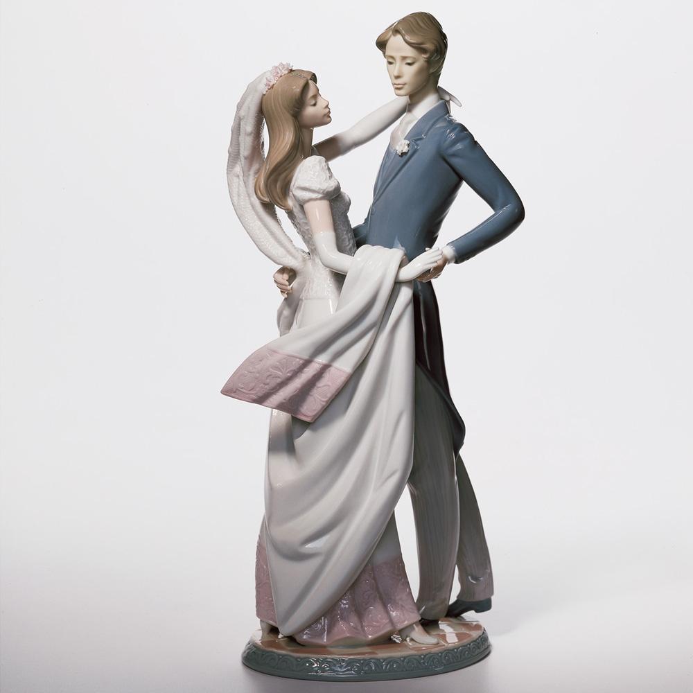 I Love You Truly 01001528 - Lladro Figurine