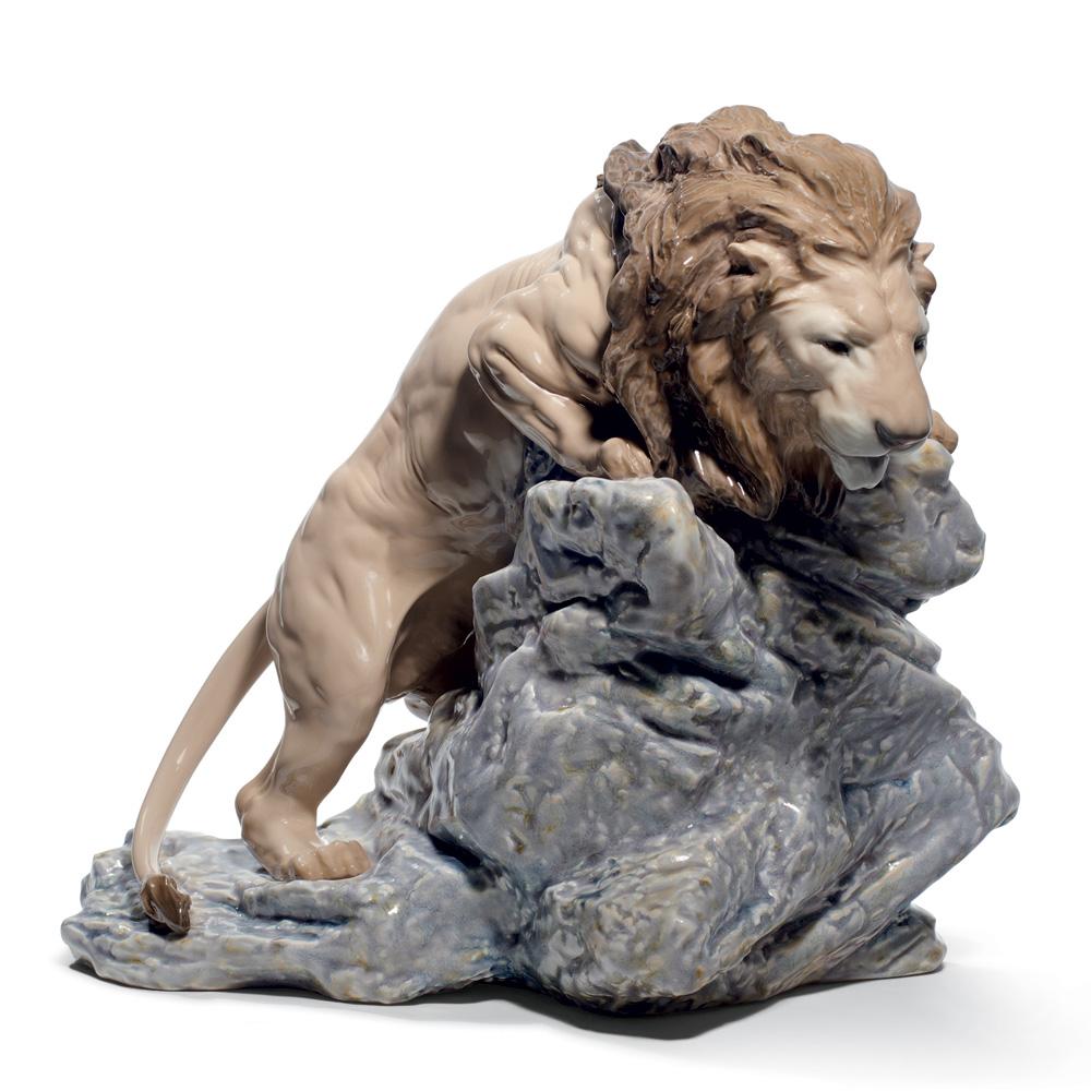 Lion Pouncing 01008656 - Lladro Figurine