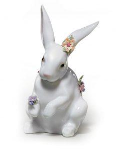 Attentive Bunny Flower 01006098 - Lladro Figurine