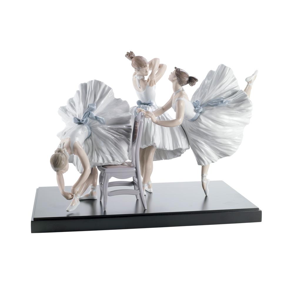 Backstage Ballet 01008476 - Lladro Figurine