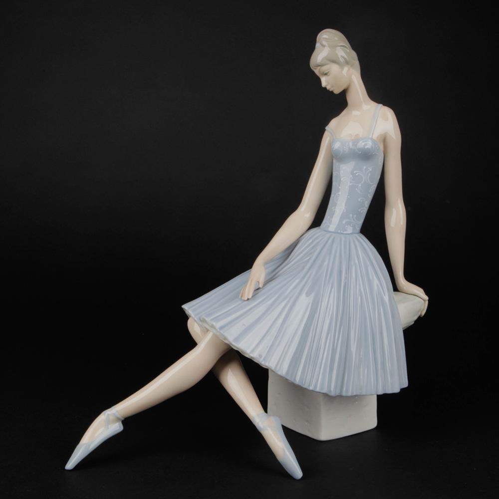 Ballerina 1014559 - Lladro Figurine