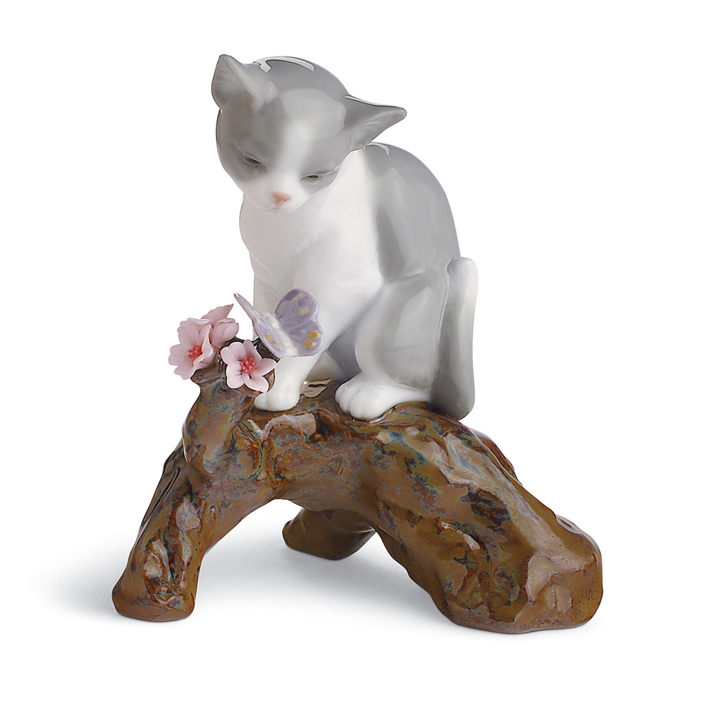 Blossoms for the Kitten - 01008382 - Lladro Figurine