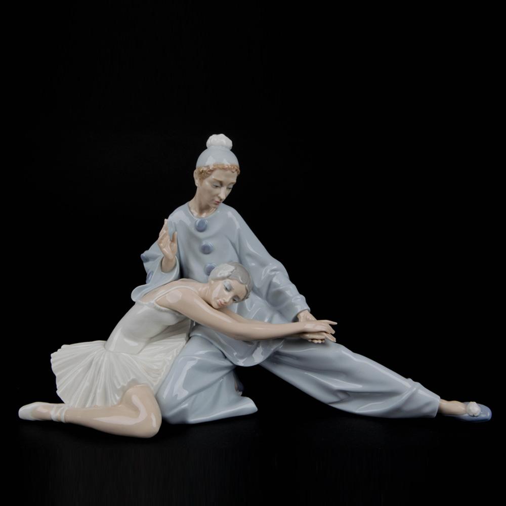 Closing Scene 1014935 - Lladro Figurine