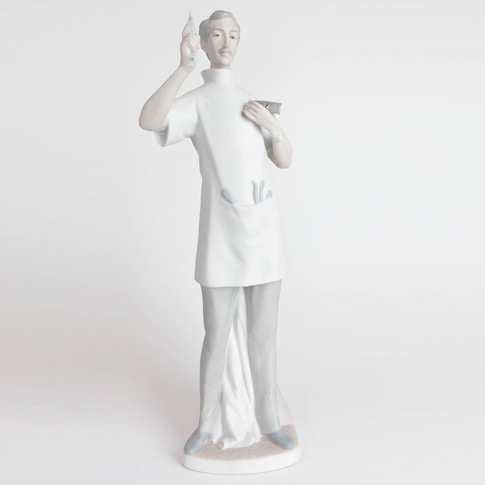 Dentist Matte Finish 1014762 - Lladro Figurine