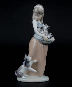 Following Her Cats 1001309 - Lladro Figurine