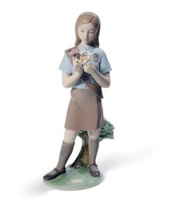 Girl Scout Brownie - 01008646 - Lladro Figurine