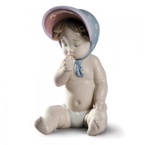 Girl with Bonnet - Lladro Figurine