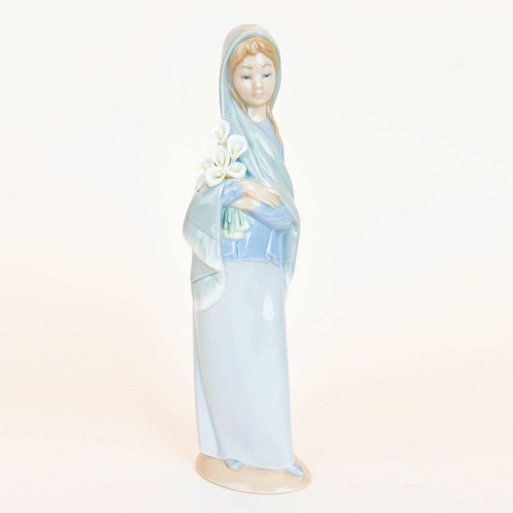 Girl with Flowers 1004650 - Lladro Figurine