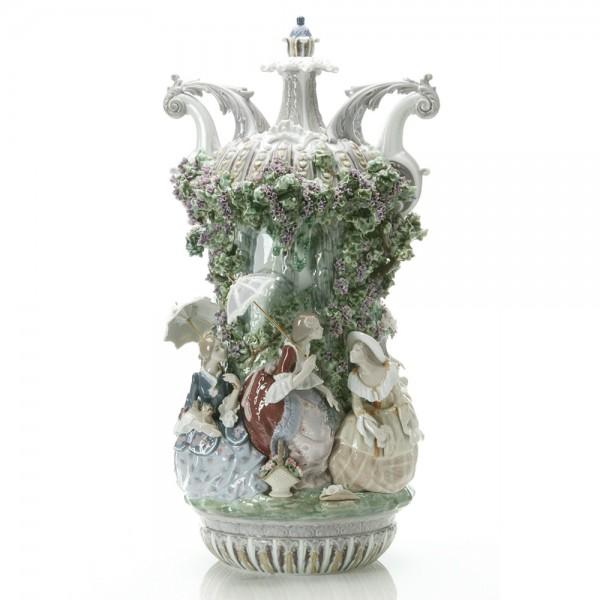 Ladies From Aranjuez Vase 1001968; Ltd. 1,000 -  Lladro