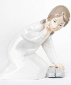 Little Girl with Slippers 1014523 - Lladro Figurine