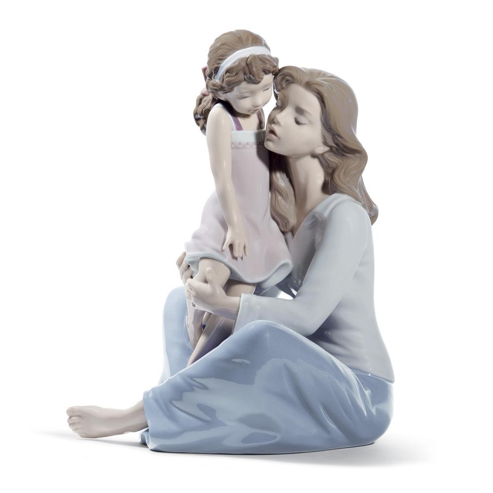 Mommy's Little Girl 01008623 - Lladro Figurine