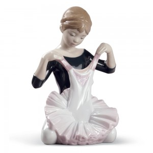 My Debut Dress 01008771 - Lladro Figurine