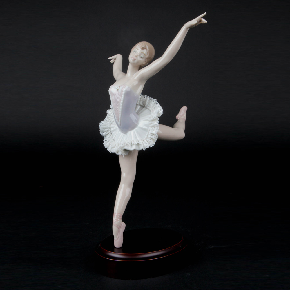 Prima Ballerina 1015816 - Lladro Figurine