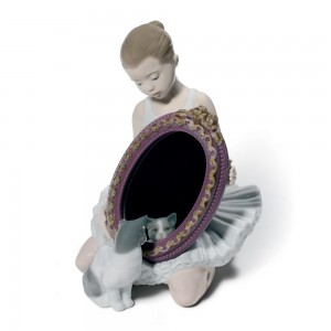 A Purr-Fect Reflection 01008572 - Lladro Figurine