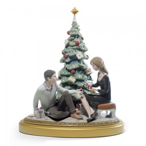 A Romantic Christmas - 01008665 - Lladro Figurine