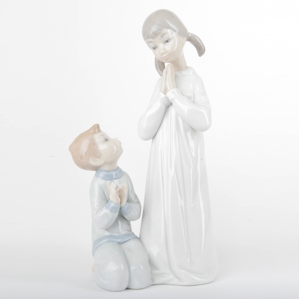 Teaching to Pray 1014779 - Lladro Figurine