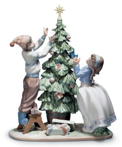 Trimming The Tree 01005897 - Lladro Figurine
