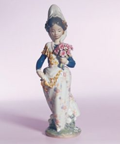 Valencian Girl with Flowers 1304 - Lladro