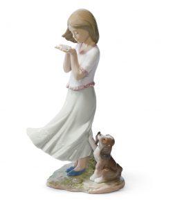 Whispering Breeze - 01008121 - Lladro Figurine