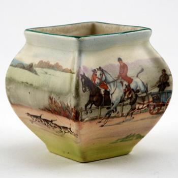 Hunting Vase Square Mini - Royal Doulton Seriesware