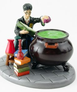 Struggling Through Potions Class HP10 - Royal Doultoun Storybook Figurine