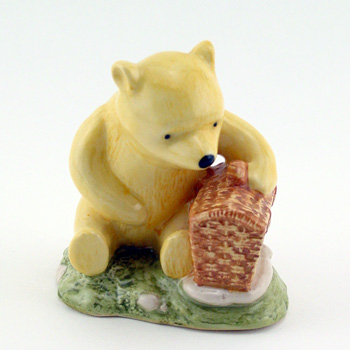 Winnie the Pooh and the Fair-Sized Basket WP19 - Royal Doultoun Storybook Figurine
