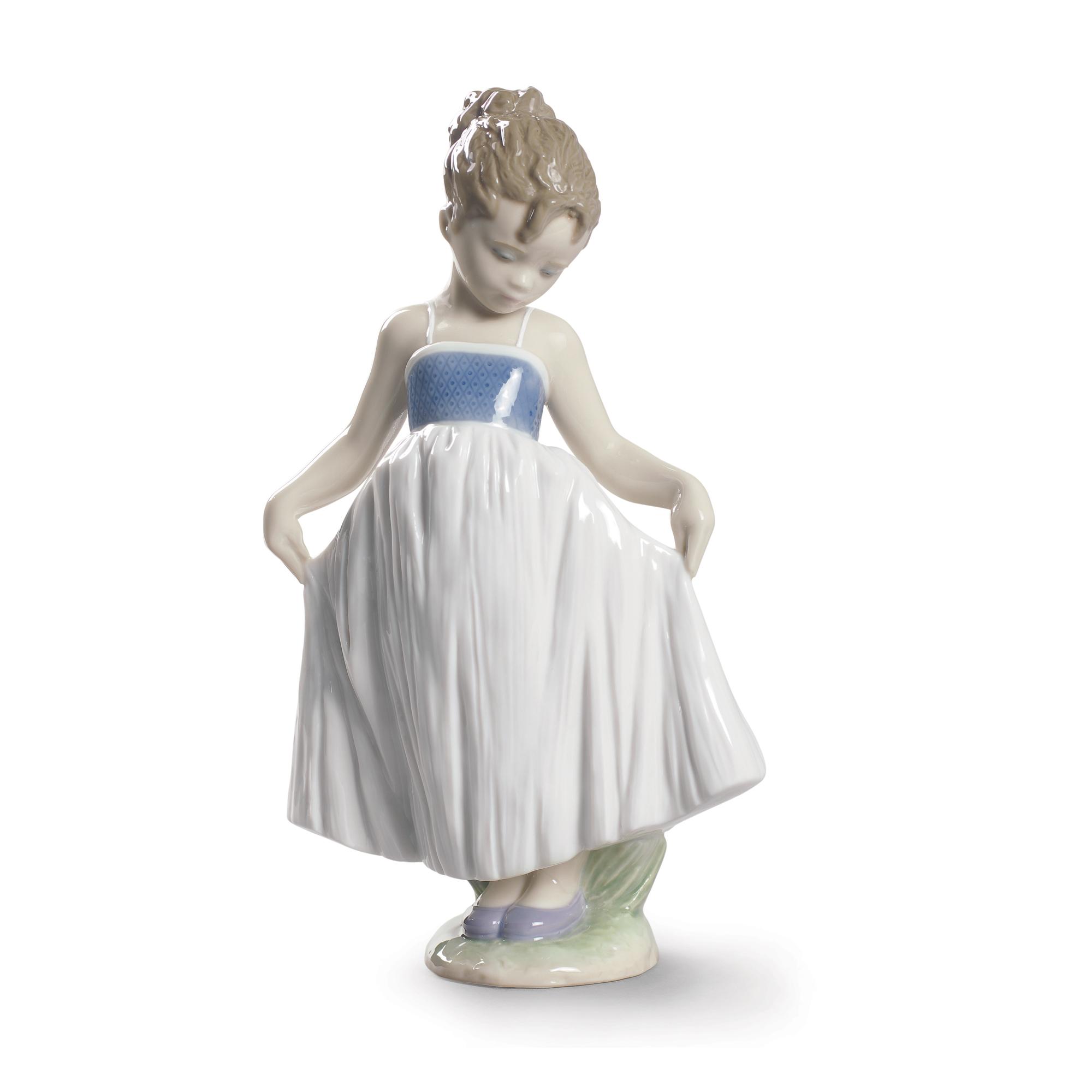 Look At My Dress 1009172 - Lladro Figure