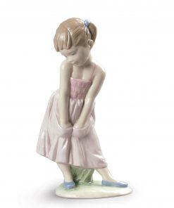 Sweet Shyness 1009171 - Lladro Figure
