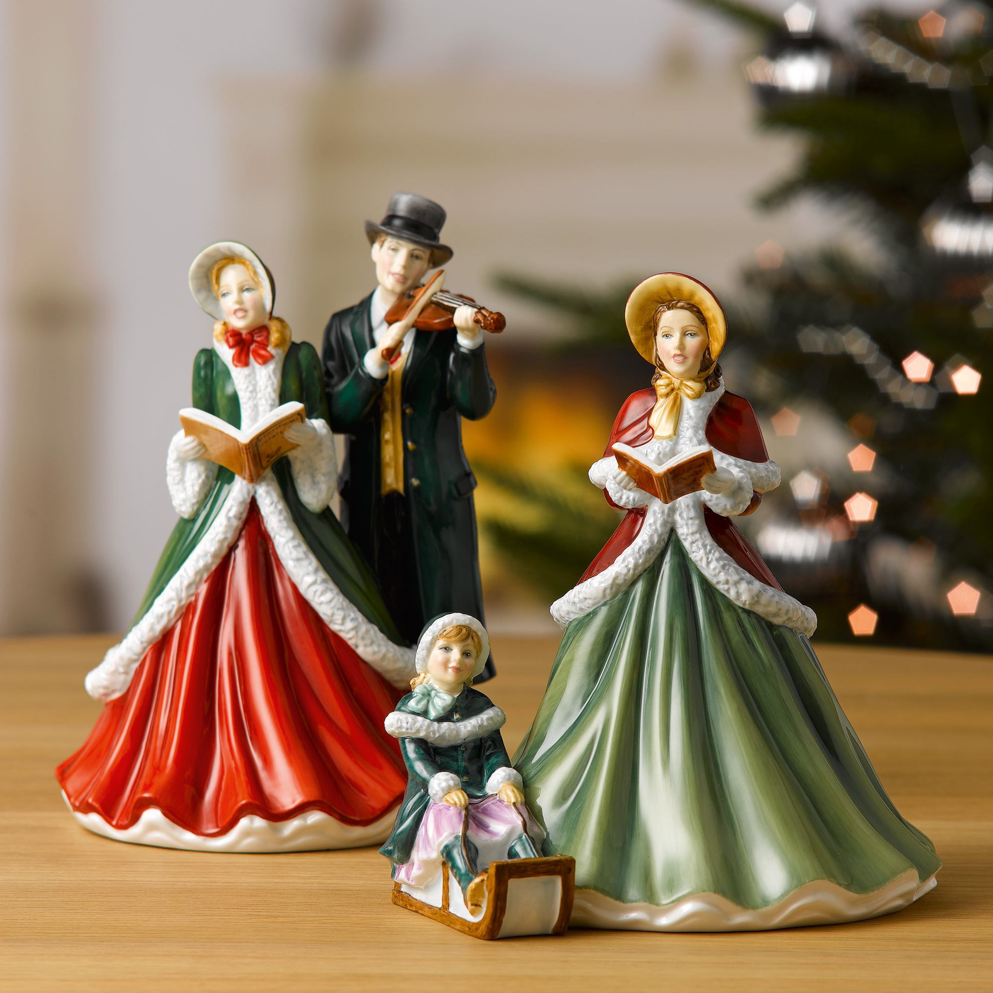 Christmas Carol Singers Figurines.I Heard The Bells On Christmas Day Hn5858 Royal Doulton Figurine