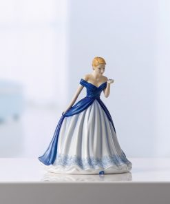 Gentle Heart (Petite) HN5848 - Royal Doulton Figurine