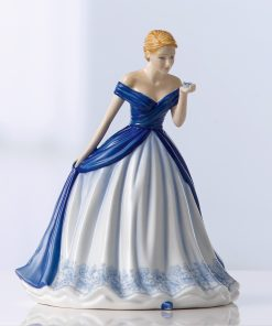 Gentle Heart (Petite) HN5848 - Royal Doulton Figurine